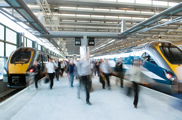 Blurred Motion「1st day of domestic train operation on the 'west' deck at St Pancras International station, London, UK」:写真・画像(4)[壁紙.com]
