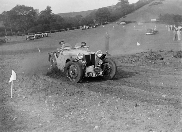 Recreational Pursuit「MG of L Welch of the Three Musketeers team at the Singer CC Rushmere Hill Climb, Shropshire 1935」:写真・画像(10)[壁紙.com]