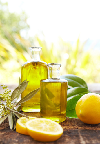 Care「Massage oil bottles with lemons and leaves at spa outdoors」:スマホ壁紙(17)