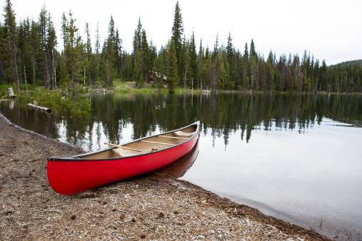 Log Cabin「Red canoe on the shore of a lake.」:スマホ壁紙(16)
