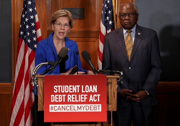 Debt「Senate Democrats Hold A Press Conference On Election Security」:写真・画像(2)[壁紙.com]