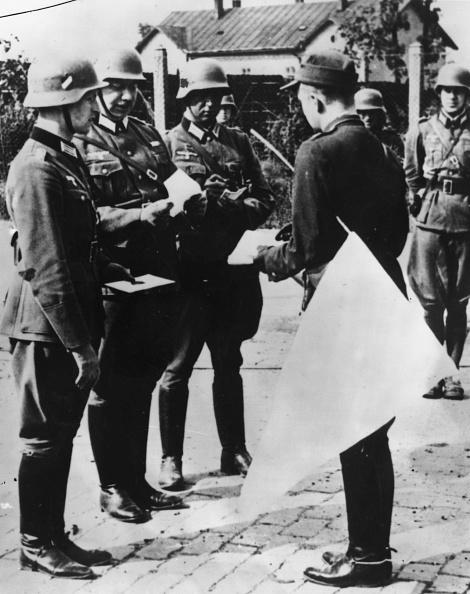 Surrendering「Warsaw Surrenders」:写真・画像(0)[壁紙.com]