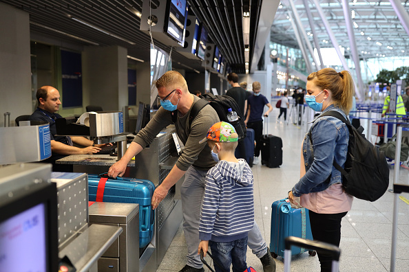 Spain「First Tourists Depart For Mallorca During The Coronavirus Pandemic」:写真・画像(13)[壁紙.com]