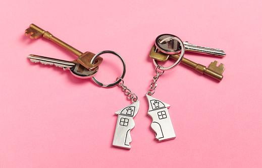 Male Likeness「Divorce house keys on pink」:スマホ壁紙(2)