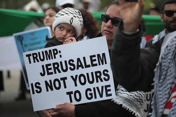 パレスチナ「Activists Demonstrate Against Israel's Actions Against Palestinians In Gaza」:写真・画像(13)[壁紙.com]