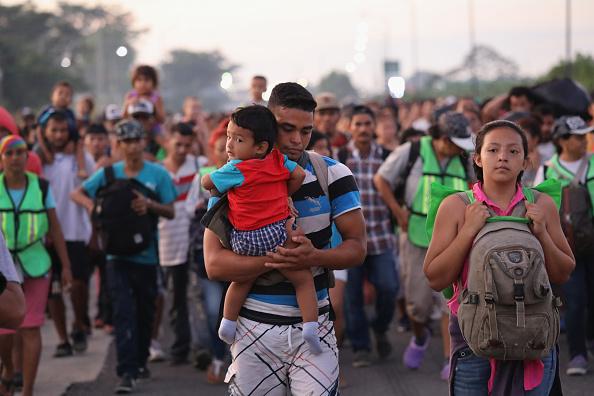 Refugee「Migrant Caravan Crosses Into Mexico」:写真・画像(1)[壁紙.com]