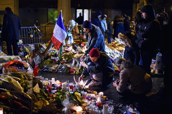 Charlie Hebdo「Tributes And Reaction To Paris Terror Attacks After Gunmen Kill 17 People」:写真・画像(9)[壁紙.com]
