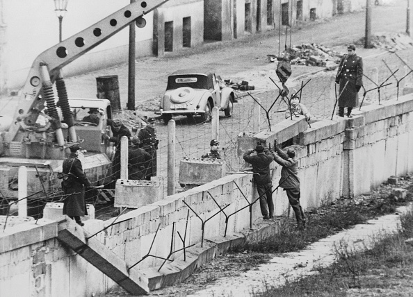 Construction Industry「Berlin Wall Repairs」:写真・画像(16)[壁紙.com]
