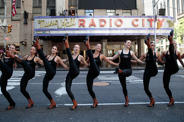 Radio City Music Hall「The Rockettes Promote 2016 Radio City Christmas Spectacular」:写真・画像(2)[壁紙.com]