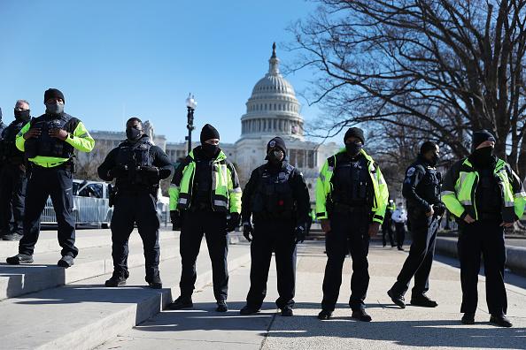Police Force「Washington DC Tense After U.S. Capitol Is Stormed By Protestors」:写真・画像(16)[壁紙.com]