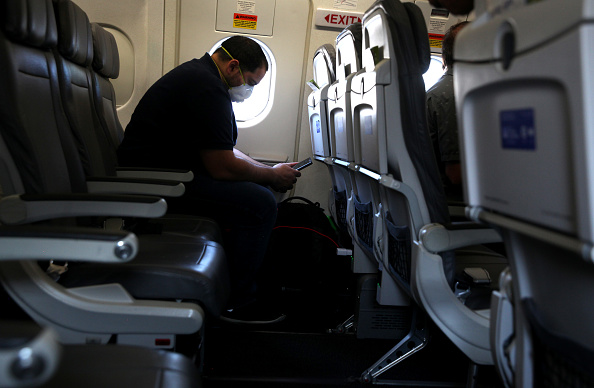 Passenger「Airlines Face Plummeting Revenues And Worried Passengers」:写真・画像(1)[壁紙.com]