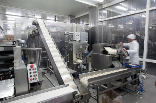 並んでいる「生産ラインでのお食事の工場。」:スマホ壁紙(9)