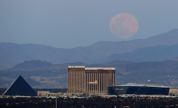Stadium「'Pink Moon' Is Largest Supermoon Of 2020」:写真・画像(6)[壁紙.com]