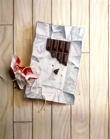 Unhealthy Eating「Piece of chocolate bar on painted wrapper」:スマホ壁紙(5)