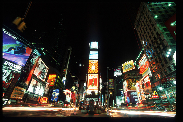 Millennium「Times Square Waits For The Millennium」:写真・画像(9)[壁紙.com]