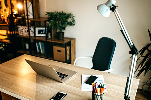 Laptop「Beautiful and cozy home office」:スマホ壁紙(12)