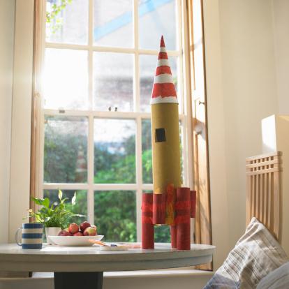 Playing「Cardboard rocket on dining room table.」:スマホ壁紙(8)