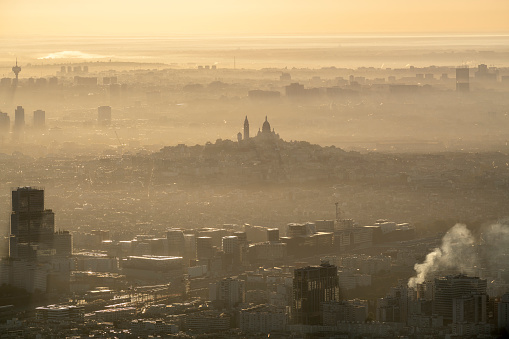 Helicopter Point of View「Aerial flying of the Sacré-Cœur in Paris France, sunrise」:スマホ壁紙(7)