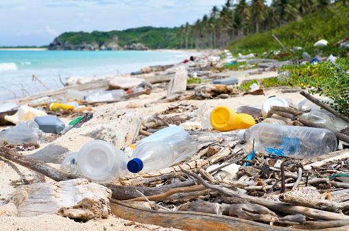 Crisis「Ocean Dumping - Total pollution on a Tropical beach」:スマホ壁紙(7)