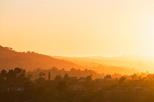 City Of Los Angeles「USA, California, Los Angeles, Villas in the Hollywood Hills at sunset」:スマホ壁紙(1)
