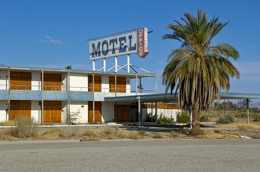 Motel Sign「USA, California, Salton Sea, North Shore, derelict motel」:スマホ壁紙(5)