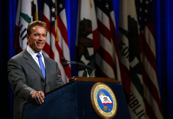Governor「Arnold Schwarzenegger Holds First News Conference As California Governor」:写真・画像(7)[壁紙.com]