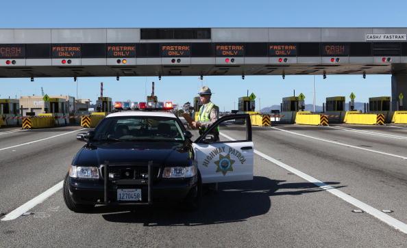 San Francisco-Oakland Bay Bridge「Fallen Debris Forces Closure Of Bay Bridge」:写真・画像(9)[壁紙.com]