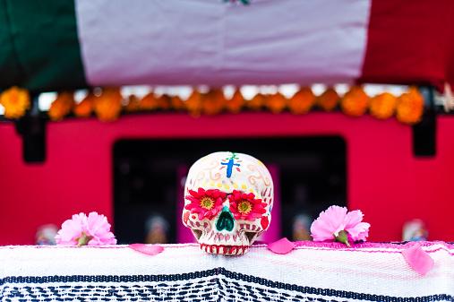 Human Skull「USA, California, Close up of Dia de Muertos decorated skull」:スマホ壁紙(19)