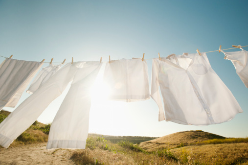 Laundry「USA, California, Ladera Ranch, Laundry hanging on clothesline against blue sky」:スマホ壁紙(14)