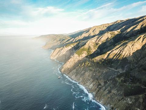 コースト山脈「カリフォルニア コースト バイ ドローン アット サンライズ」:スマホ壁紙(1)