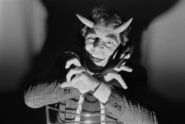 Horned「Anthony Newley Plays The Devil」:写真・画像(17)[壁紙.com]