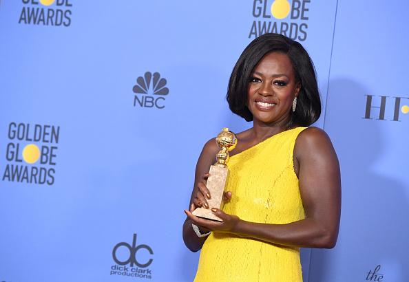 Golden Globe Award trophy「74th Annual Golden Globe Awards - Press Room」:写真・画像(5)[壁紙.com]