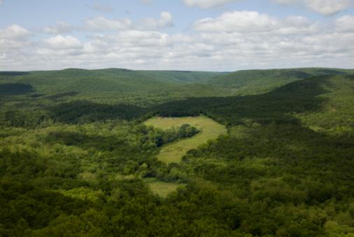 Mid-Atlantic - USA「Question mark in mountain valley」:スマホ壁紙(3)