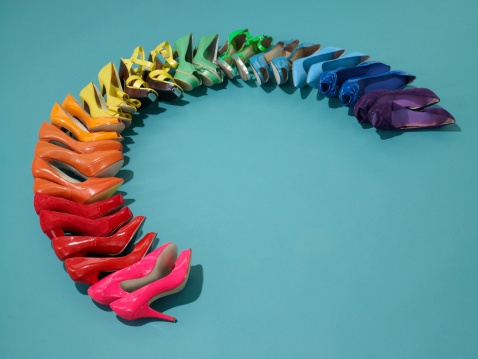 Colored Background「Shoes in rainbow formation」:スマホ壁紙(2)