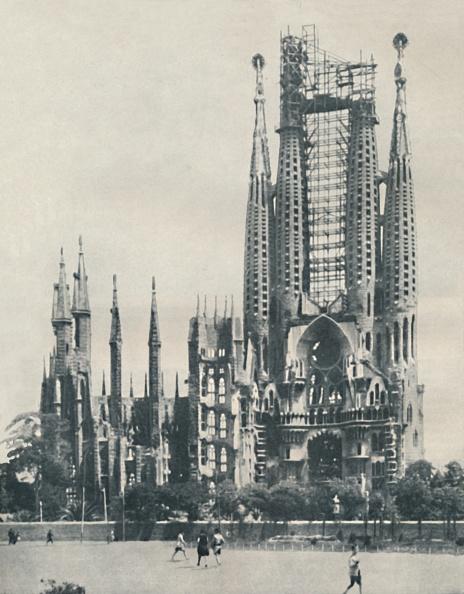 サグラダ・ファミリア「Individuality In Ecclesiastical Architecture Carried To Extremes」:写真・画像(3)[壁紙.com]