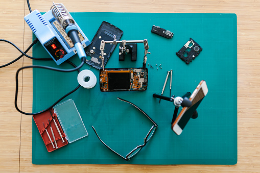Soldered「Top down view of vloggers working desk」:スマホ壁紙(19)