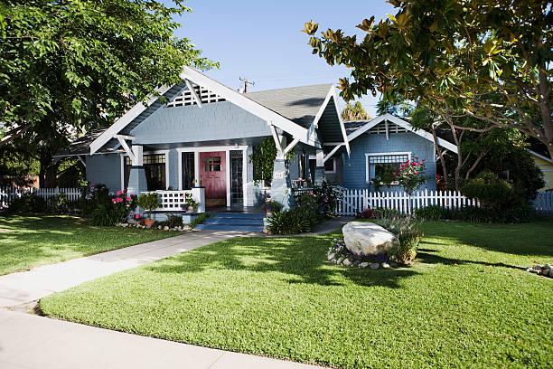 Craftsman home exterior and front yard:スマホ壁紙(壁紙.com)