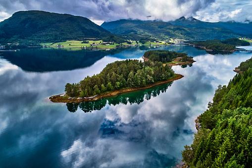Island「Fjord coast in central Norway」:スマホ壁紙(11)