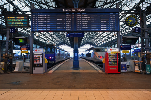 French Culture「Departures board, Tours train station, France.」:スマホ壁紙(18)