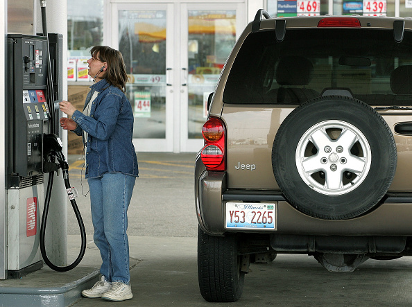 Credit Card Purchase「Oil Prices Continue To Rise With Demand」:写真・画像(0)[壁紙.com]