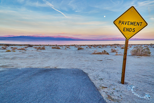 Standing Water「End sign at the Salton Sea,California,USA」:スマホ壁紙(0)