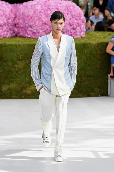 Denmark「Dior Homme: Runway - Paris Fashion Week - Menswear Spring/Summer 2019」:写真・画像(4)[壁紙.com]