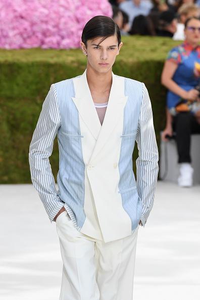 Denmark「Dior Homme: Runway - Paris Fashion Week - Menswear Spring/Summer 2019」:写真・画像(8)[壁紙.com]
