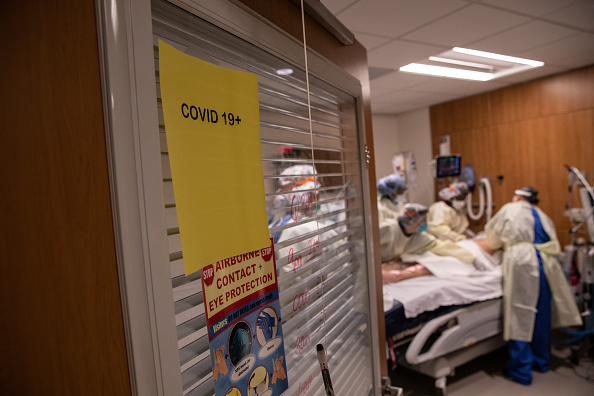 Patient「Stamford Hospital Inundated With Patients During Coronavirus Pandemic」:写真・画像(0)[壁紙.com]