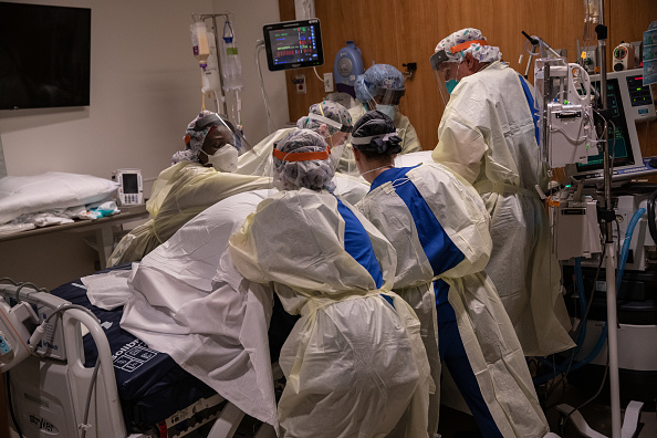 Patient「Stamford Hospital Inundated With Patients During Coronavirus Pandemic」:写真・画像(5)[壁紙.com]