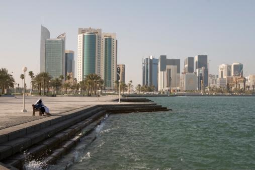 Unrecognizable Person「Doha Corniche」:スマホ壁紙(3)
