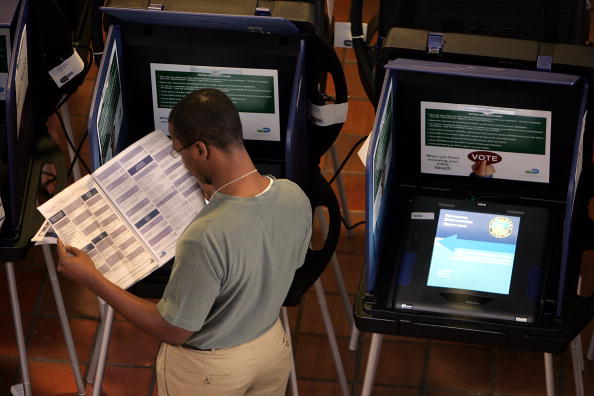 Machinery「Floridians Go To The Polls For Early Voting」:写真・画像(6)[壁紙.com]
