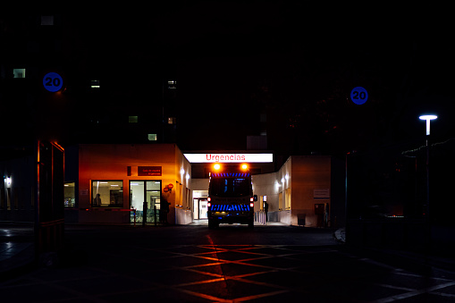 Emergency Services Occupation「Ambulance on emergency mission at hospital, Madrid, Spain」:スマホ壁紙(3)