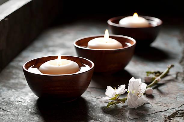 Floating Candles in a Zen Environment:スマホ壁紙(壁紙.com)