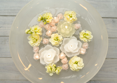 Floating Candle「Floating candles and flowers」:スマホ壁紙(5)